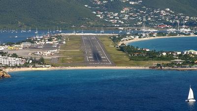 TNCM - Airport - Runway