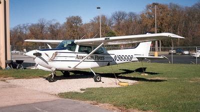 A picture of N9666B - Cessna 172RG Cutlass RG - [172RG0955] - © Senga Butts