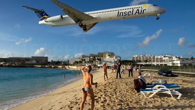PJ-MDD - McDonnell Douglas MD-82 - Insel Air