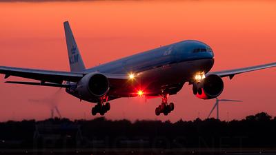 PH-BVB - Boeing 777-306ER - KLM Royal Dutch Airlines