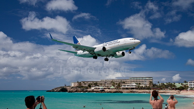 N15712 - Boeing 737-724 - Continental Airlines