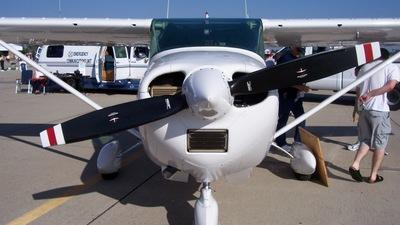 A picture of N3437R - Cessna 182L Skylane - [18258737] - © Derin