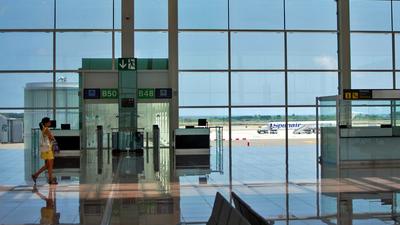 LEBL - Airport - Terminal