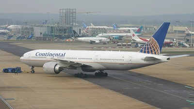 N78009 - Boeing 777-224(ER) - Continental Airlines