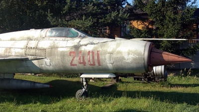 2401 - Mikoyan-Gurevich MiG-21PF Fishbed - Poland - Air Force