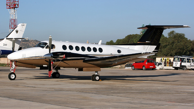 M-OORE - Beechcraft B300 King Air 350 - Private
