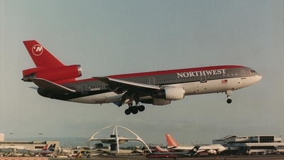 N220NW - McDonnell Douglas DC-10-30 - Northwest Airlines