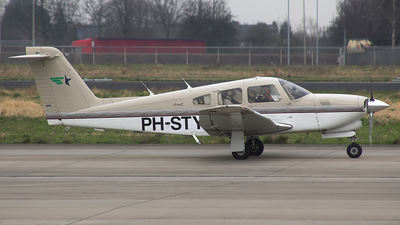 A picture of PHSTY - Piper PA28RT201T - [2831036] - © an-225