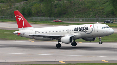 N345NW - Airbus A320-212 - Northwest Airlines