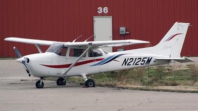 A picture of N2125M - Cessna 172R Skyhawk - [17280905] - © Carlo Bertolini