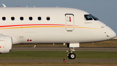 C-GSCL - Embraer 170-200LR - Shell Aviation