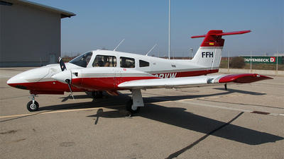 D-GBVW - Piper PA-44-180 Seminole - FFH Flight Training