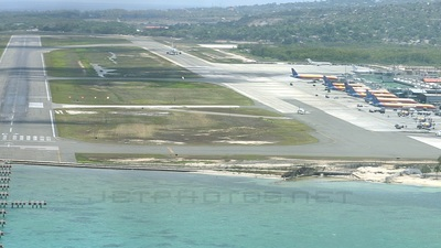 VP-CKY - Boeing 737-3Q8 - Cayman Airways