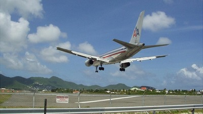 - Boeing 757-223 - American Airlines