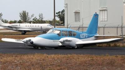 N33FD - Piper PA-23-250 Aztec E - Private