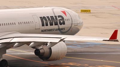 N807NW - Airbus A330-323 - Northwest Airlines