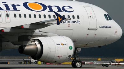 EI-DSK - Airbus A320-216 - Air One