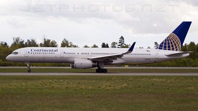 N13110 - Boeing 757-224 - Continental Airlines