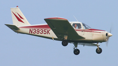 A picture of N3935K - Piper PA28140 - [2823809] - © Bruce Leibowitz
