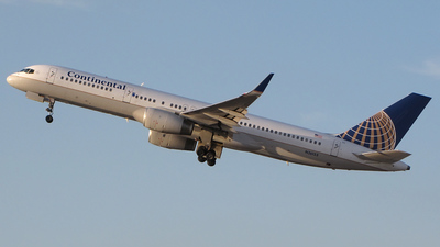 N26123 - Boeing 757-224 - Continental Airlines