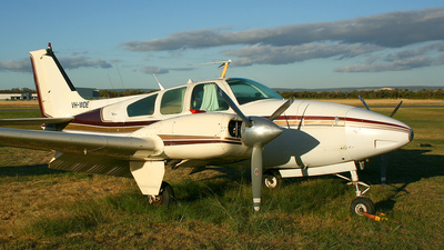VH-WDE - Beechcraft 95-D55 Baron - Private