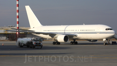 A picture of N768VA - Boeing 767222 - [21869] - © Tomasz Kozakowski