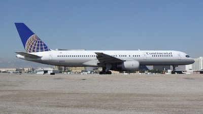 N18112 - Boeing 757-224 - Continental Airlines