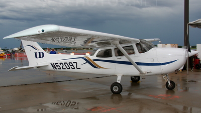 A picture of N5209Z - Cessna 172R Skyhawk - [17281119] - © Gabriel Widyna