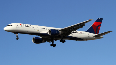 A picture of N656DL - Boeing 757232 - [24396] - © Sebastian Roxman