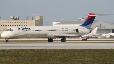 N946DL - McDonnell Douglas MD-88 - Delta Air Lines