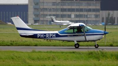 A picture of PHRPH - Cessna 182R Skylane - [18267808] - © Aart Langevoort