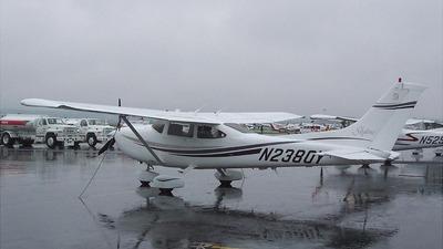 A picture of N2380Y - Cessna 182S Skylane - [18280465] - © Greg Dewey