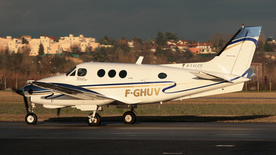 F-GHUV - Beechcraft E90 King Air - Private
