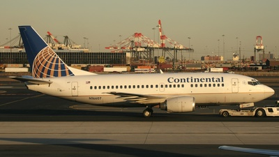 N16607 - Boeing 737-524 - Continental Airlines
