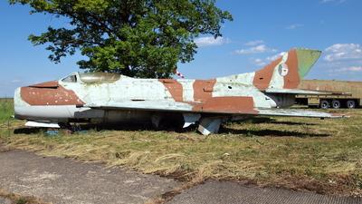 0423 - Mikoyan-Gurevich MiG-19S Farmer C - Czechoslovakia - Air Force