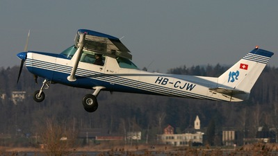 HB-CJW - Cessna 152 II - Private