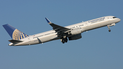 N19136 - Boeing 757-224 - Continental Airlines