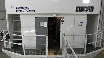 Simulator - McDonnell Douglas MD-11 - Lufthansa Flight Training