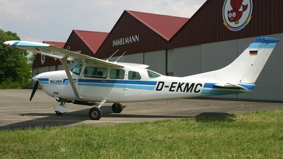 D-EKMC - Cessna P206E Super Skylane - Private