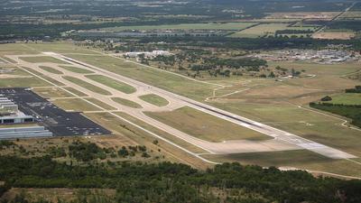 KAUS - Airport - Runway