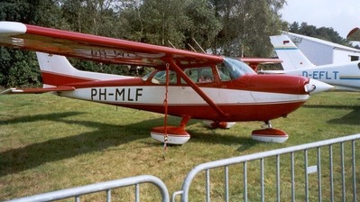 PH-MLF - Cessna R172K Hawk XP II - Private