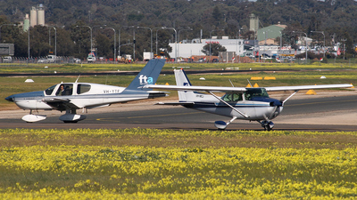 VH-MCJ - Cessna 172N Skyhawk II - University of South Australia