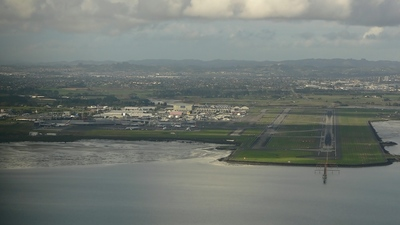 NZAA - Airport - Runway
