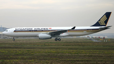 F-WWKZ - Airbus A330-343 - Singapore Airlines