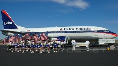N225DL - Boeing 737-35B - Delta Shuttle