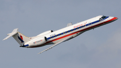 N710TB - Embraer ERJ-135LR - American Eagle