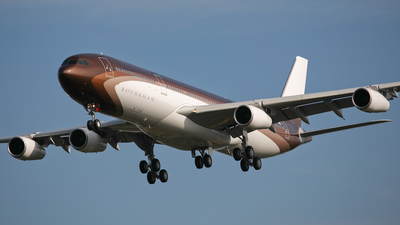 F-WWJM - Airbus A340-313E - Private
