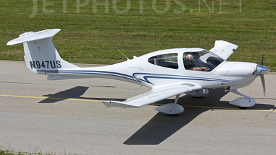 A picture of N947US - Diamond DA40 Diamond Star - [40.947] - © Marc Ulm