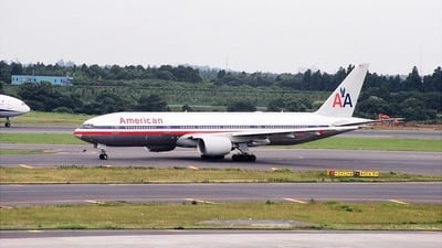 - Boeing 777-223(ER) - American Airlines