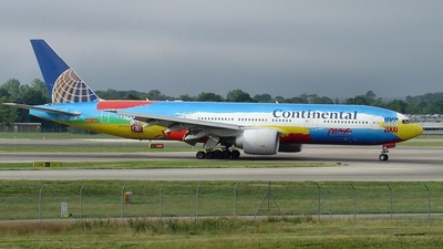 N77014 - Boeing 777-224(ER) - Continental Airlines